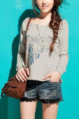 The new long-sleeved round neck casual fashion loose sweater