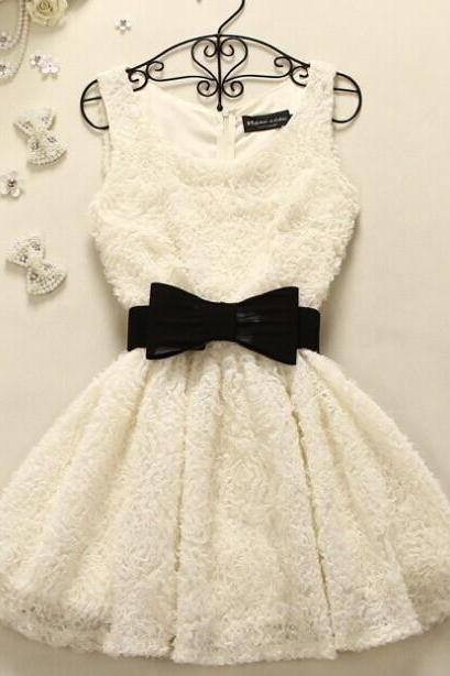 Sleeveless Dress With Black Bow