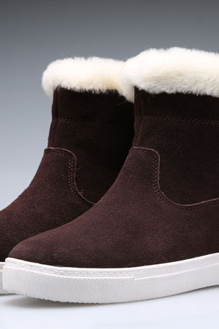 The new leisure sheepskin boots in tube leather shoes warm in winter and short boots