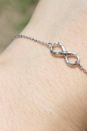 Simple Infinity bracelet, in white gold