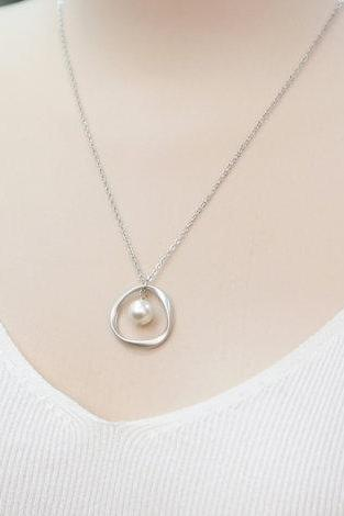 Karma Circle And Swarovski Pearl Necklace, eternity circle, Wedding Jewelry, Bridesmaid Necklace, Bridesmaids gift