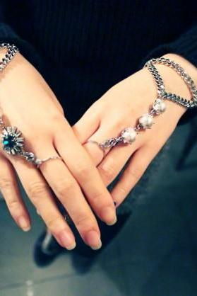 Women Fashion Gemstone Hand Harness Ring and Bracelet