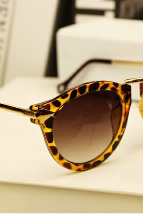 Retro leopard woman sunglasses