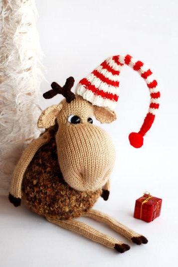 New Year Elk - knitted toy. Christmas and New Year Gift.