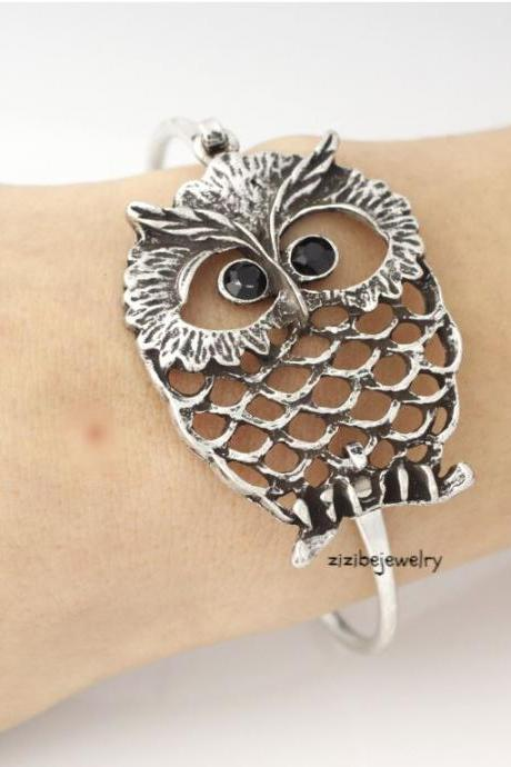 Antique Owl Bangle Bracelet 1. (snap clasp), B0343S