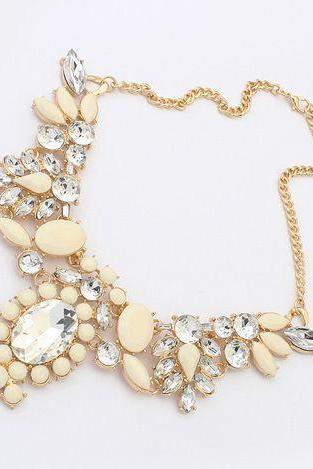 Statement flowers rhinestones dress woman beige necklace