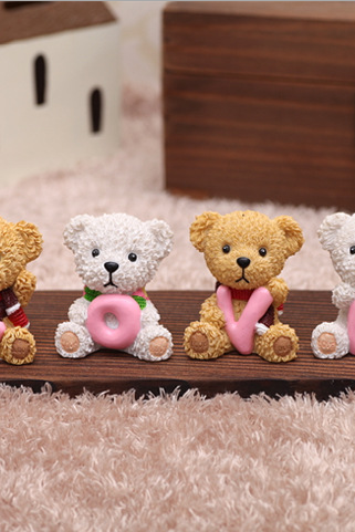 Love Tactic bear ornaments resin crafts expression of love gift