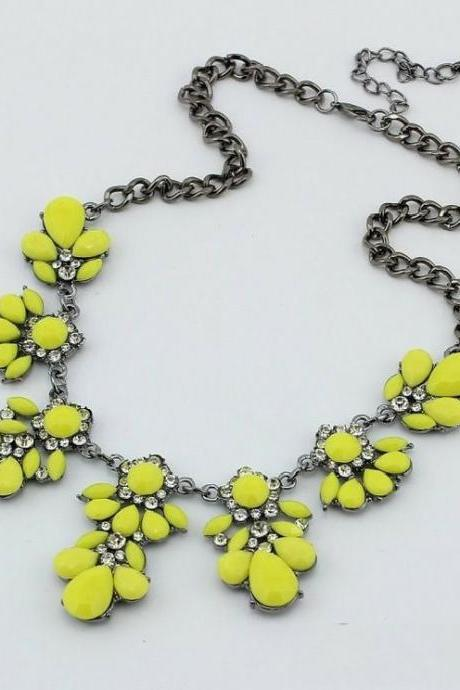 Flower crystals yellow gemstones woman necklace