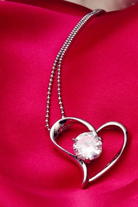 Women's Fashion Love Heart Crystal Pendant Bling Bling Necklace as Valentine's Gift