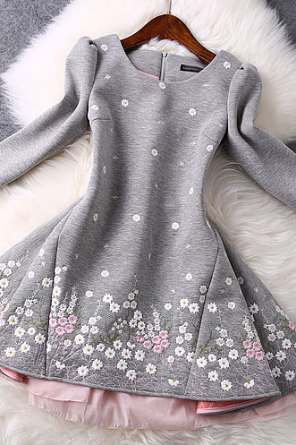 The New Autumn And Winter Small Chrysanthemum Embroidered Sleeve Dress In Gray