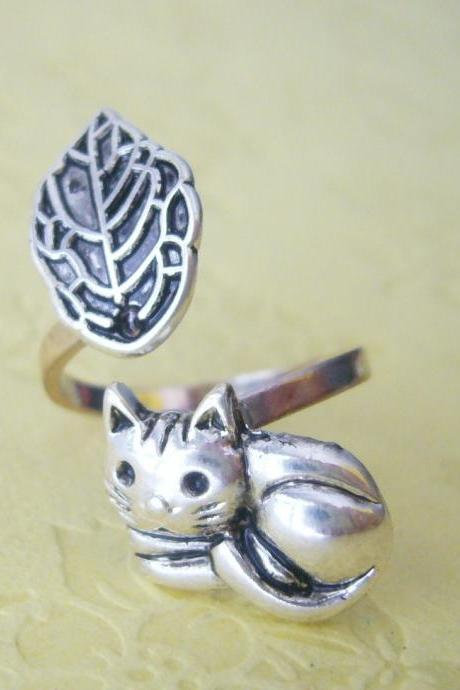 cat ring with a leaf wrap style, adjustable ring, animal ring