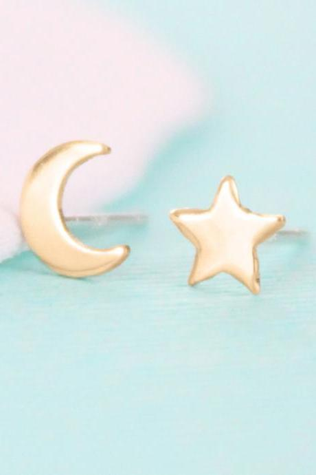 Moon and Star Stud Earrings - Gold
