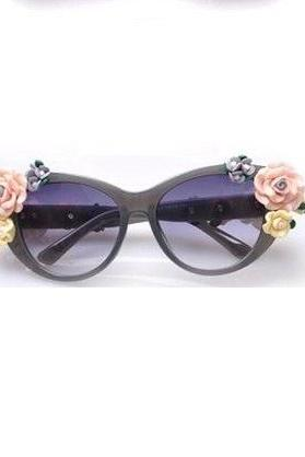 Flowers teen gray fashion summer fun woman sunglasses