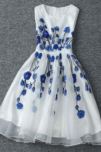 Vintage Contrast Color Blue Floral Embroidered Sleeveless White Dress