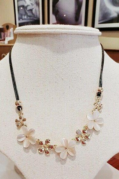 Rhinestones Flowers Dress Evening white-Gold Woman Necklace