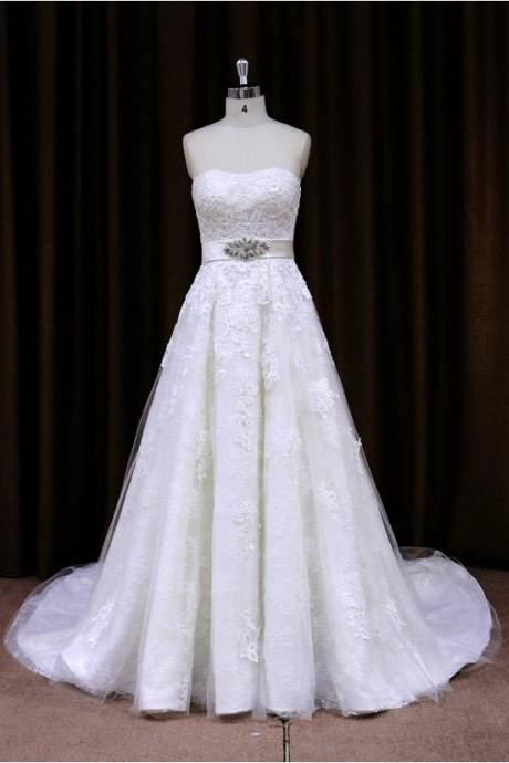 Vintage Tulle Beaded Strapless A Line Wedding Dress With Lace Appliques