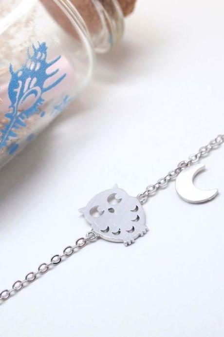 Owl and Moon charm pendant Bracelet in matte silver