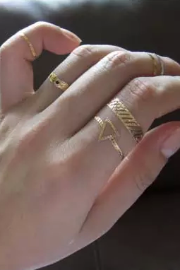 One Piece Triangle Rings Gold Tattoo Sticker