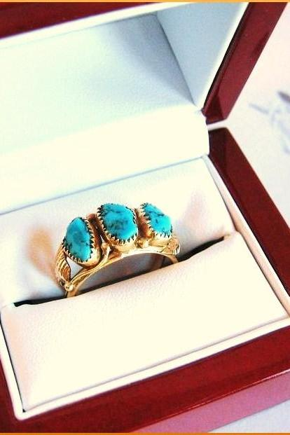 Vintage Southwestern 14kt Gold Kingman Turquoise Ring with Navajo Blossom Leaves