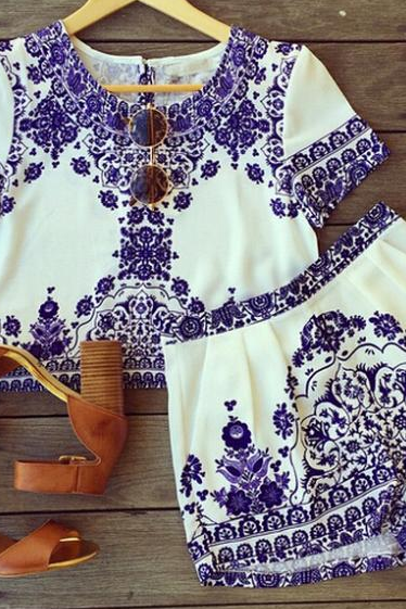 Blue and white porcelain print two piece set