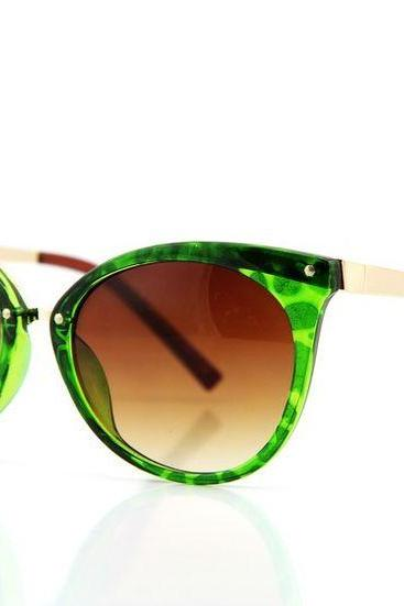 Cat eye green frame fashion elegant woman sunglasses