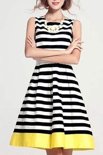 Chic Stripe Print Sleeveless A Line Dress for Lady