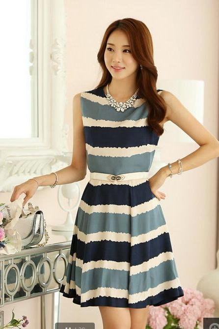 Sleeveless round collar stripe dress