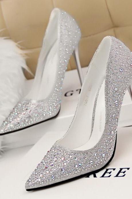 2015 in Europe and the silver fashion elegant slim with shallow mouth show thin pointed diamond-encrusted heels for women's shoes