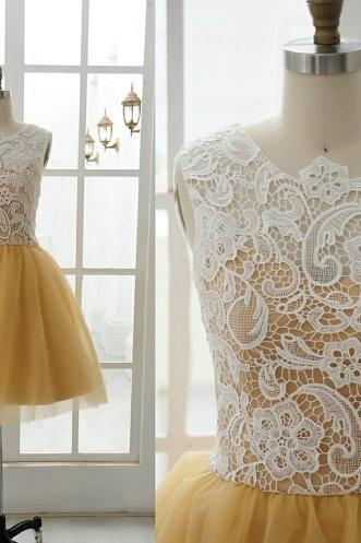 High Neck White Lace Gold Tulle Sleeveless Short Evening Prom Dresses Homecoming Dress Mini Length Wedding Party Dress Cocktail Bridesmaid Dress