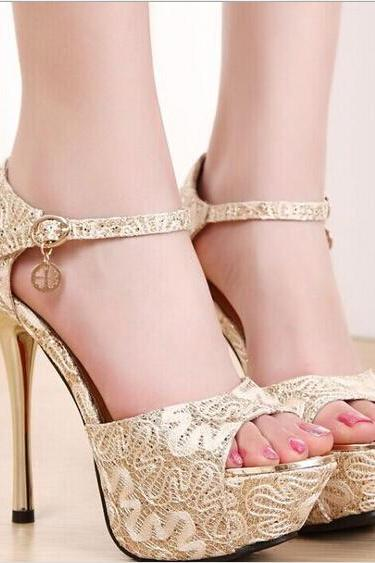 Delicate lace ultra-high with fish mouth sandals