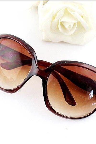 Vintage round lenses retro girl brown sunglasses
