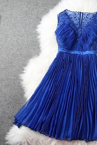 Blue embroidery v-neck pleated waist dress dress
