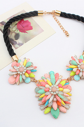 Fashion resin flower necklace