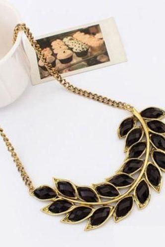 Statement leaves casual outfit black woman necklace
