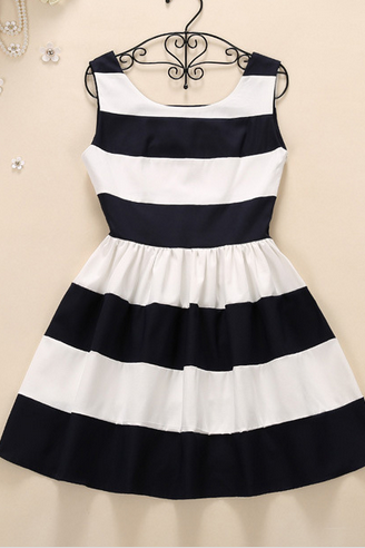2015 Summer Wear New Bitter Fleabane Bitter Fleabane Skirt Of Tall Waist Splicing Stripe Dress Black And White QSYE