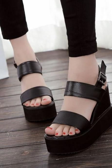 Cute And Comfortable Peep Toe Sandals In Black