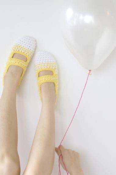 Lemon Meringue: Women's Crochet Mary Jane Slipper Socks