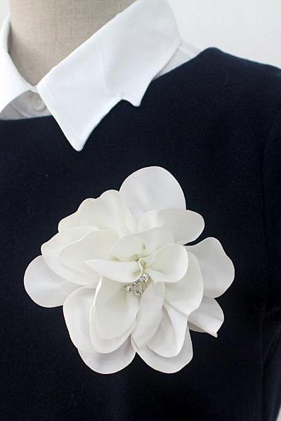 White Flower corsage brooch pins boutonniere