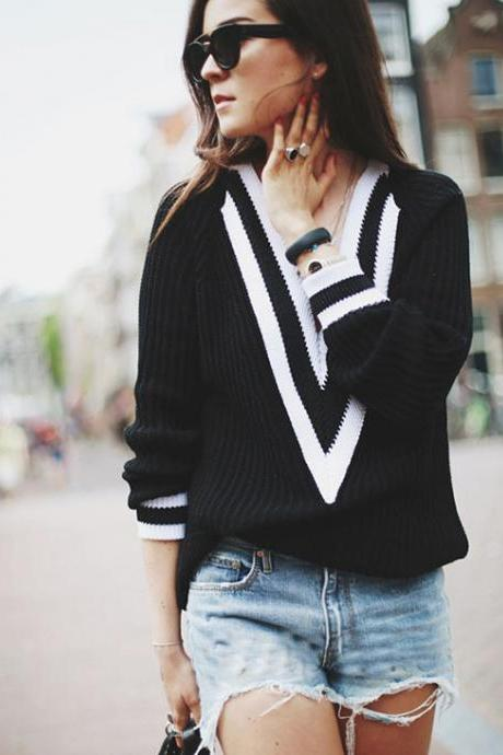 College wind deep V sexy loose sweater