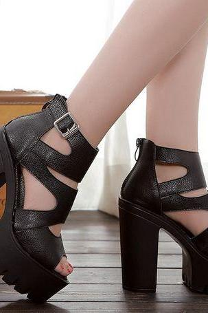 Strappy Black Fashion Sandals