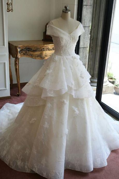 Fashionable Ball Gown Luxury Lace Real Wedding Dresses 2015 V-neck Appliques beaded Court train Wedding gowns Bride Dress
