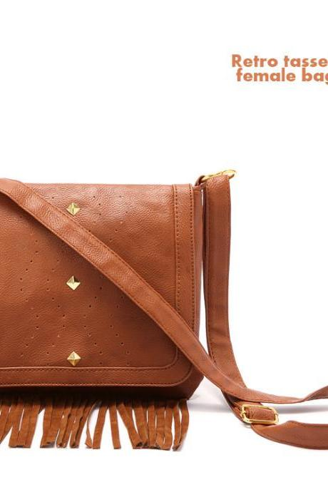 Tassel Rivet Square Solid Clamshell Messenger Bag