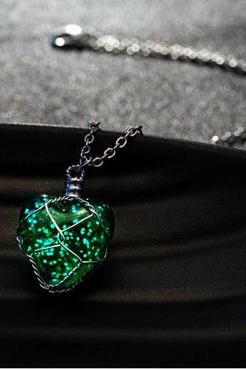 Unisex Hollow Heart Necklace Pendant Luminous Glow In The Dark Locket Jewelry Gifts-MSP0008