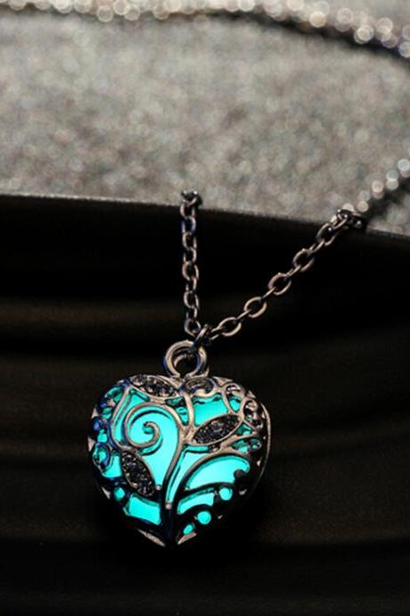 Unisex Hollow Heart Necklace Pendant Luminous Glow In The Dark Locket Jewelry Gifts-MSP0009