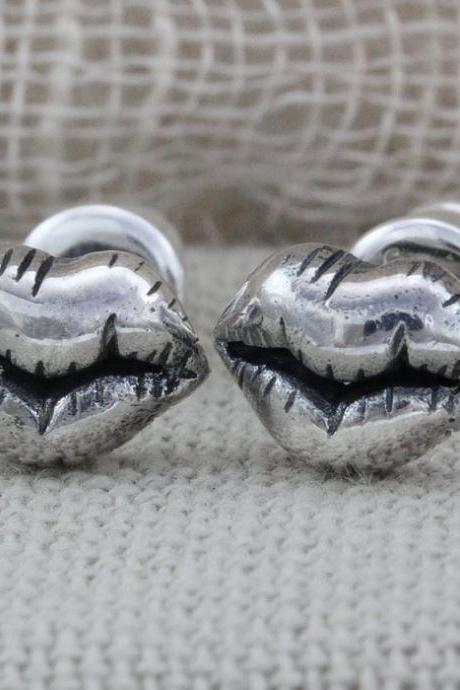 Lips Silver Stud Earrings (WES005)