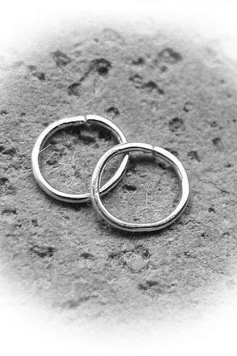Tiny Hoops - Minimalist Hoop Earrings - Sterling Silver hooop - minimalist jewelry