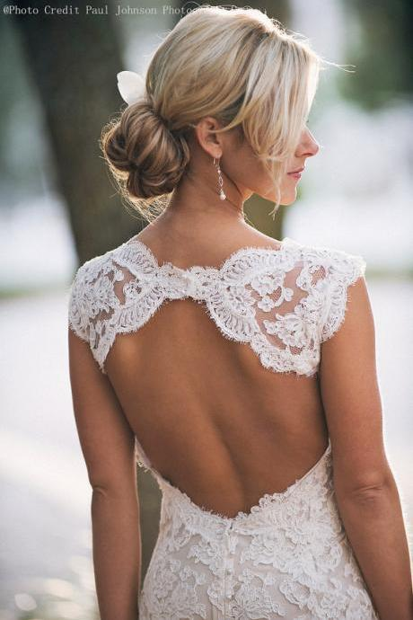 Sleeveless V-Neck Lace Mermaid Wedding Dress Featuring Open Back