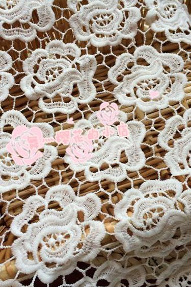 Flower Pattern Guipure Lace White Cord Lace Fabric Use For Women Clothing 47/48 Inch Width Sold At Yard