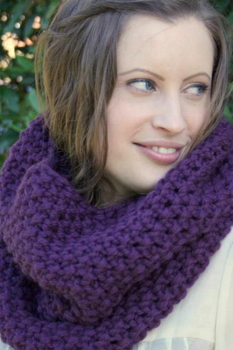 Chunky cowl snood in purple - hand knitted - merino wool