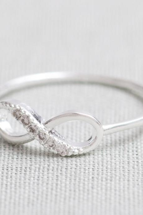 US 5 Size-delicate Infinity ring in silver-Only
